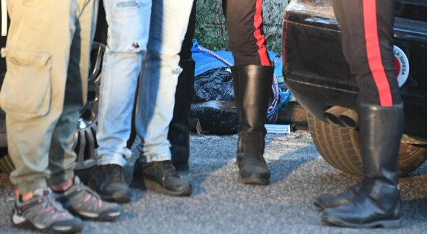 Valigia con resti umani ritrovata in strada a Napoli: «Potrebbero essere di una donna»