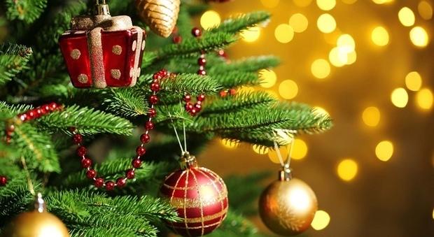 Festa Del Natale.Il Carrozzone Del Natale Consumistico Ma Il Vero