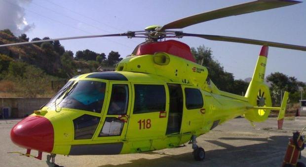 Elicottero Edile : Cade dall impalcatura in cantiere operaio soccorso con l