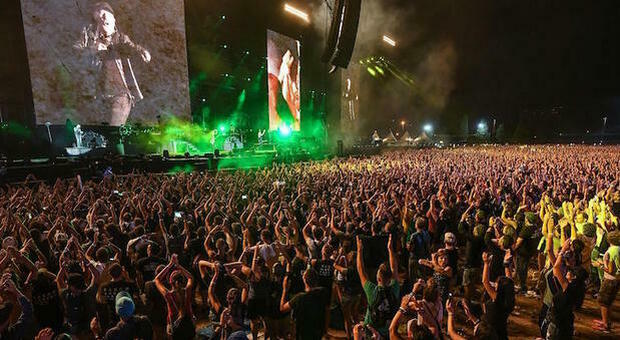 Concerti, «capienza piena» con il green pass? Organizzatori in rivolta, cosa può accadere