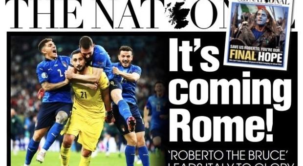 Gli scozzesi fanno festa per la vittoria dell'Italia, il tricolore sventola a Glasgow