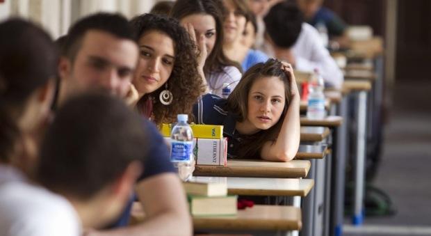 Rivoluzione scuola: solo due scritti alla maturità, stop bocciature alle elementari e voti in lettere