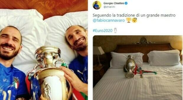 Chiellini e Bonucci come Cannavaro, a letto con la Coppa: «Seguendo la tradizione di un grande maestro»
