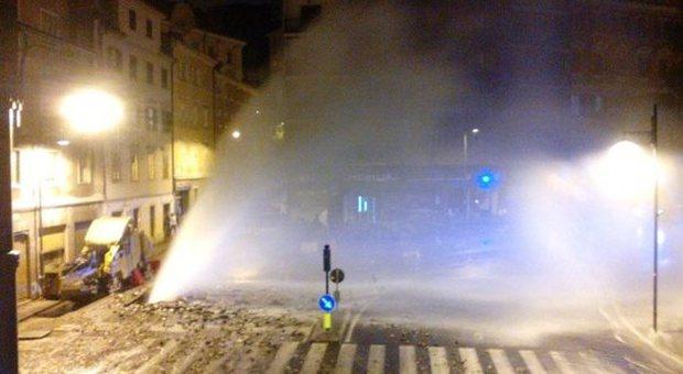 Allarme geyser e paura in centro allagamenti e for Mobilia trieste piazza sansovino