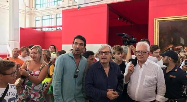 Buffon accetta l 39 invito di sgarbi prese d 39 assalto le for Le stanze segrete di sgarbi