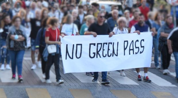 Porti e tir, sciopero contro il green pass