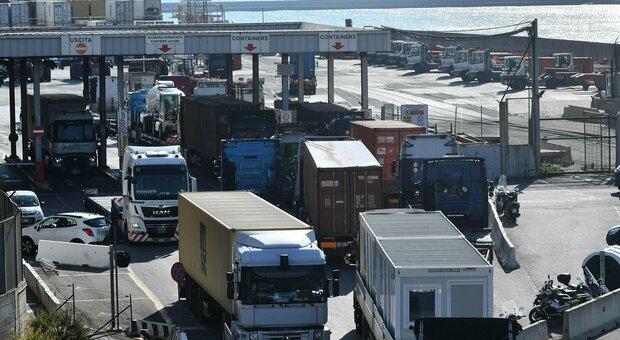 Portuali, camionisti, poliziotti, agricoltori: chi e quanti sono i No Green Pass che minacciano di fermarsi categoria per categoria