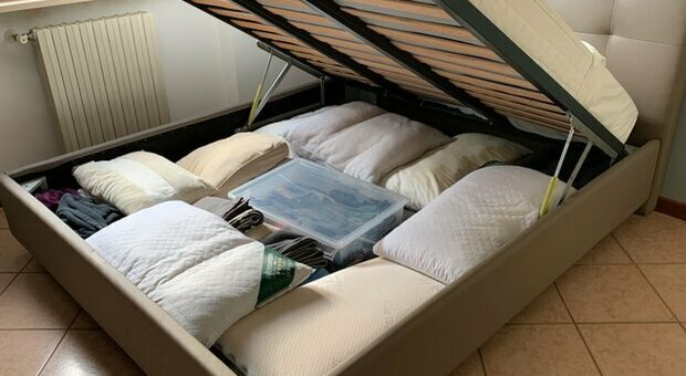 Un letto contenitore come quello che ha ucciso la donna