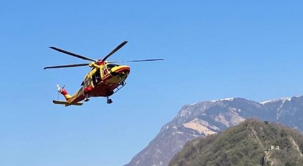 Strappo muscolare, escursionista padovano soccorso al Lago del Coldai