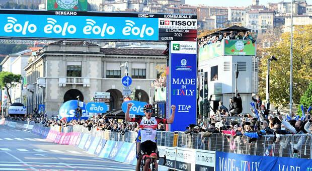 Pogacar corona la stagione perfetta: vince Il Lombardia battendo l'azzurro Masnada