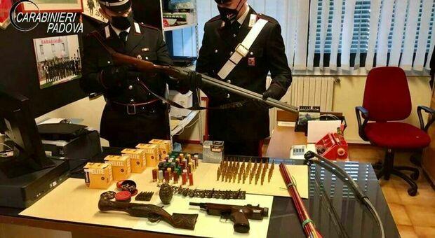 I carabinieri di Piazzola con le armi sequestrate