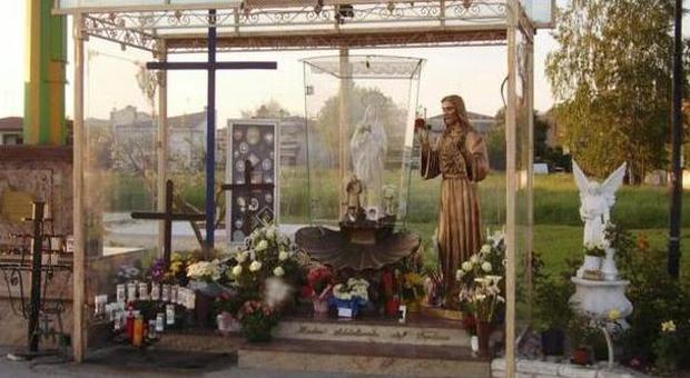 """«Vedo la Madonna»: il Comune trasforma l'area in """"luogo sacro"""""""