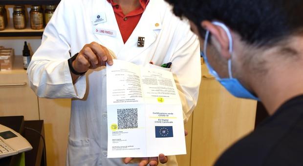Green pass stampato in farmacia