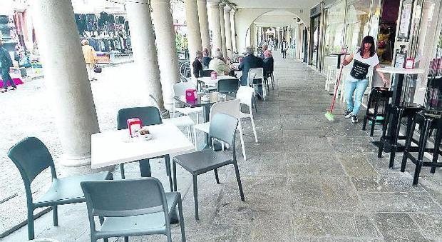 Sedie E Tavoli Di Plastica.Vietati Tavoli E Sedie Di Plastica La Rivolta Dei Bar Del Centro