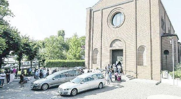 Polemiche per un funerale allungato: per il parroco si rischia di dover pagare la multa a Veritas