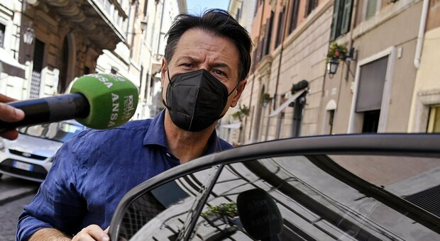Giuseppe Conte, schiaffo a Virginia Raggi (e a Roma). Svolta nordista M5S: «Legge per Milano»