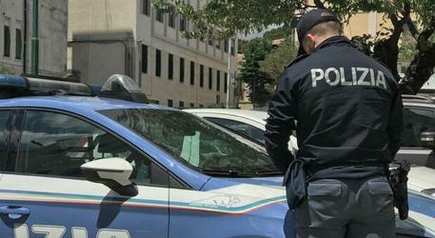 Milano, accumulatrice seriale morta in casa fra tonnellate di oggetti: era accanto al figlio mai visto da nessuno