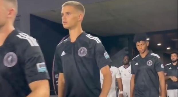 Romeo Beckham debutta tra i professionisti: la gioia di papà David