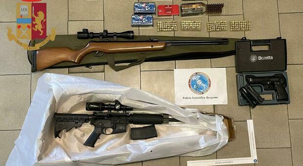 Le armi sequestrate durante l'operazione