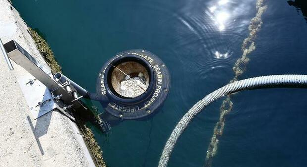Toscana, nel lago di Bilancino arriva il cestino per catturare le microplastiche