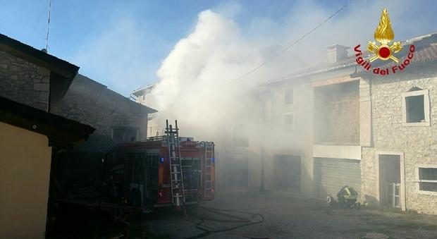 A fuoco un 39 abitazione di tre piani i pompieri salvano le for Registra i prezzi dei piani di casa