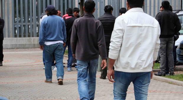 Permessi di soggiorno falsi: 422 stranieri irregolari vanno ...