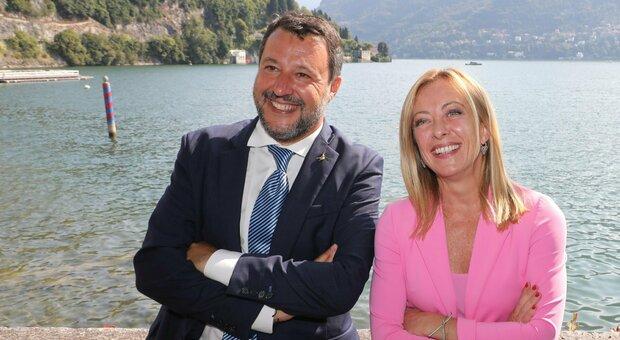 Reddito di cittadinanza, è scontro: Renzi e Salvini per abolizione. Il ministro Orlando: «Va cambiato»