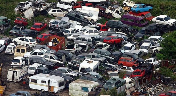 Rottamazione della vecchia auto, incentivi ai privati per 8,5 milioni di euro