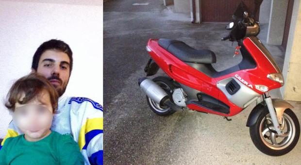scooter contro auto muore pap di 26 anni a 24 ore dall 39 incidente. Black Bedroom Furniture Sets. Home Design Ideas