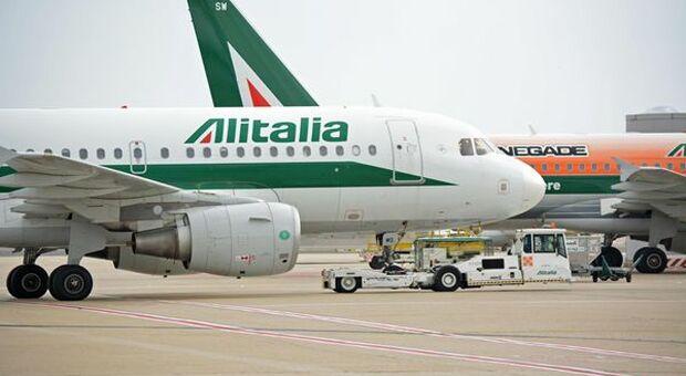 Alitalia, i sindacati chiedono la proroga della Cigs per i dipendenti fino al 2025