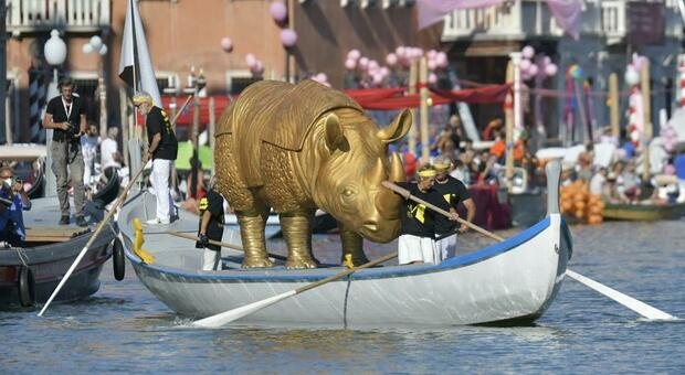 Rinoceronte d'oro di 200 chili alla Storica: omaggio a Fellini Foto