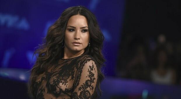 Demi Lovato: «Sono stata violentata due volte. La prima a 15 anni da parte di un uomo della Disney»