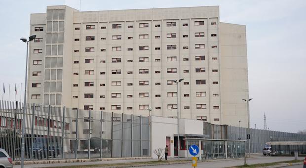 Maxi rissa in carcere tra detenuti albanesi e maghrebini: 4 feriti