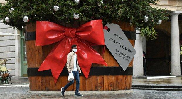Natale, addio al cenone: ecco come sarà, dai parenti a spostamenti, shopping e coprifuoco