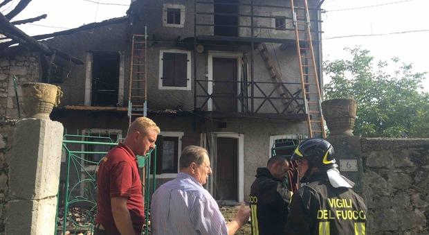 Va a fuoco la casa delle vacanze pompieri in azione a polcenigo - La casa delle vacanze ...