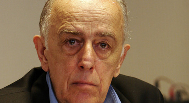 Addio a roberto martinelli il numero uno dei giornalisti for Numero dei parlamentari italiani