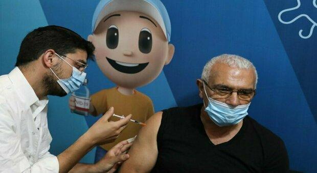 Terza dose, in Israele al via anche per gli over 40: paura per l'aumento dei contagi