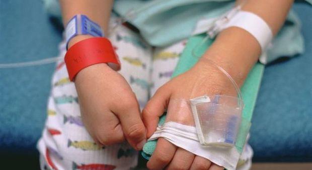 Malattia di Kawasaki, dalla febbre alle dita rosse: ecco i sette sintomi