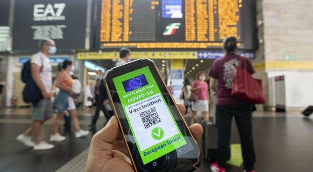 Green Pass, certificato su treni e aerei in vigore dopo Ferragosto