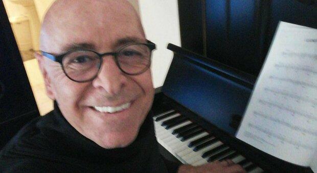 Massimo Manni, il regista trovato morto con tracce di sangue e ferite alla testa. «Era solo e con problemi di alcol»