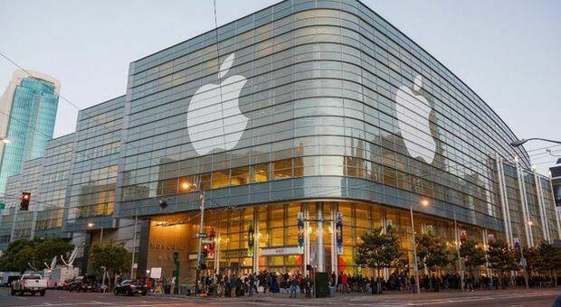 Covid, Apple rinvia a gennaio il ritorno in ufficio: preoccupano le varianti