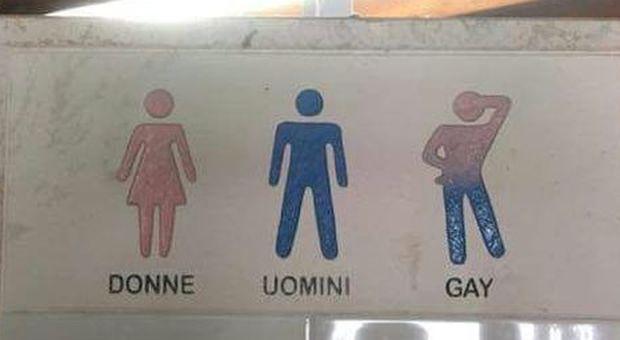Cartelli Da Bagno : Un bagno per gli uomini uno per le donne e uno per i gay: scoppia