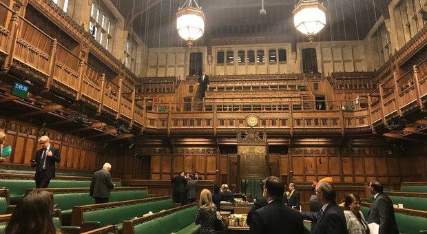 Londra naufragio brexit il parlamento chiude per pioggia for Parlamento ieri