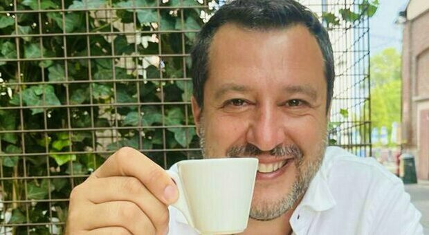 Matteo Salvini si vaccina dopo l'appello di Draghi: la prova in una foto dove si vede il certificato