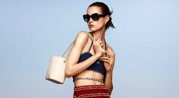 Moda, 5 look da vacanza: è l'estate dei sandali rasoterra, delle ciabattine e degli occhialoni