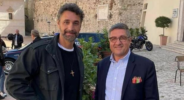Il primo ciak di Raoul Bova con Spartaco Grilli, il ristoratore di Piazza Duomo che interpreta se stesso nella fiction