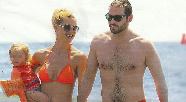 Michelle hunziker e tomaso trussardi vacanza in famiglia - Bagno costanza forte dei marmi ...