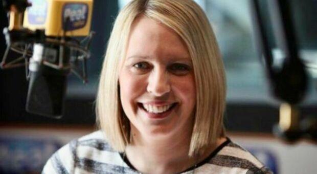 AstraZeneca, morta presentatrice Bbc Lisa Shaw. «Coaguli di sangue dopo il vaccino»