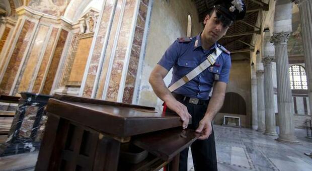 Carabinieri in chiesa, foto di repertorio