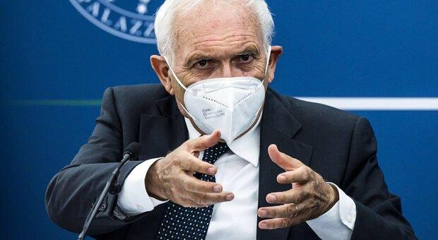 Green pass, Bianchi: «Non c'è più il rischio di Regioni in quarantena. A scuola controllo dei presidi»